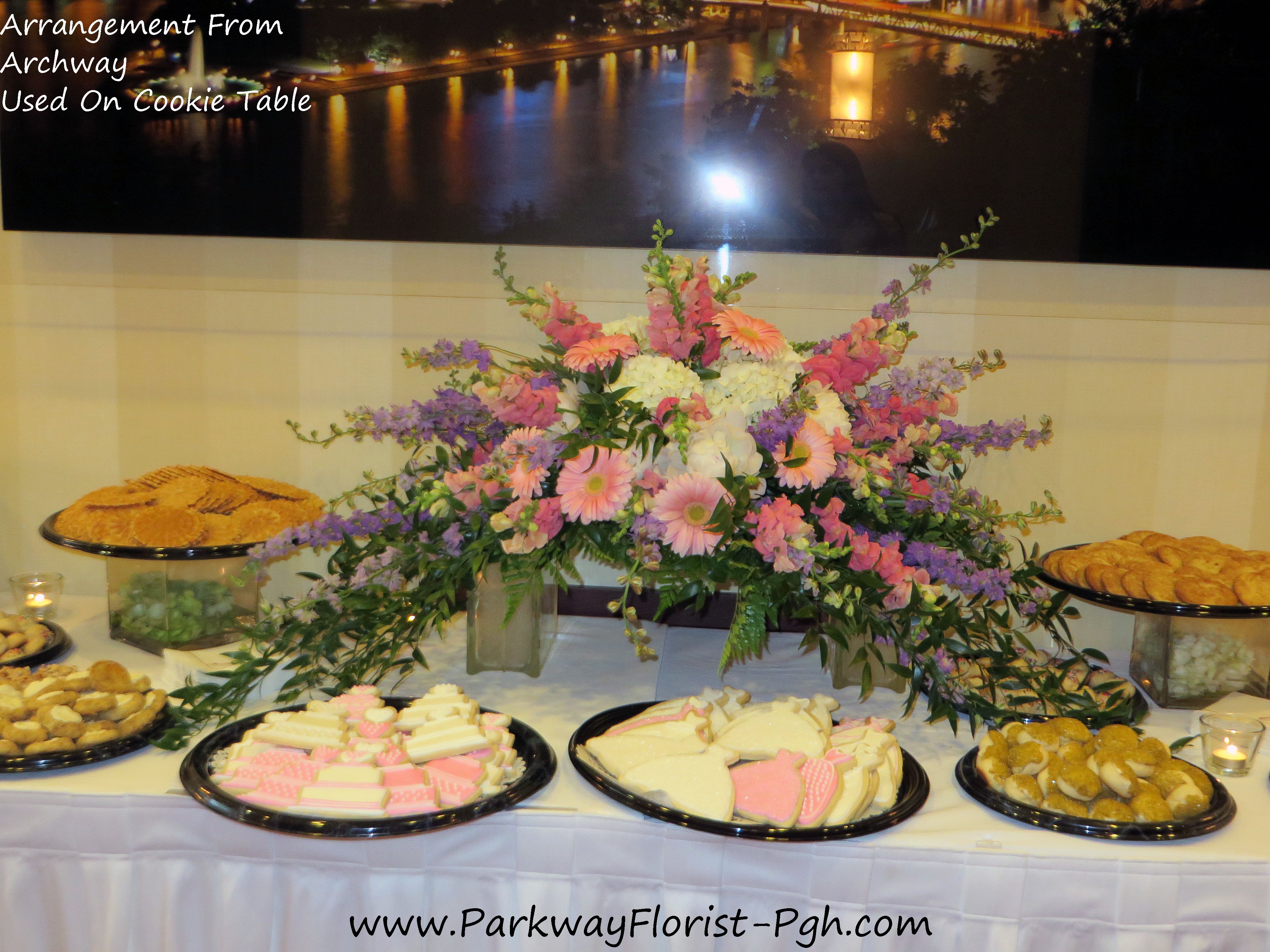 archway cookie table arrangement