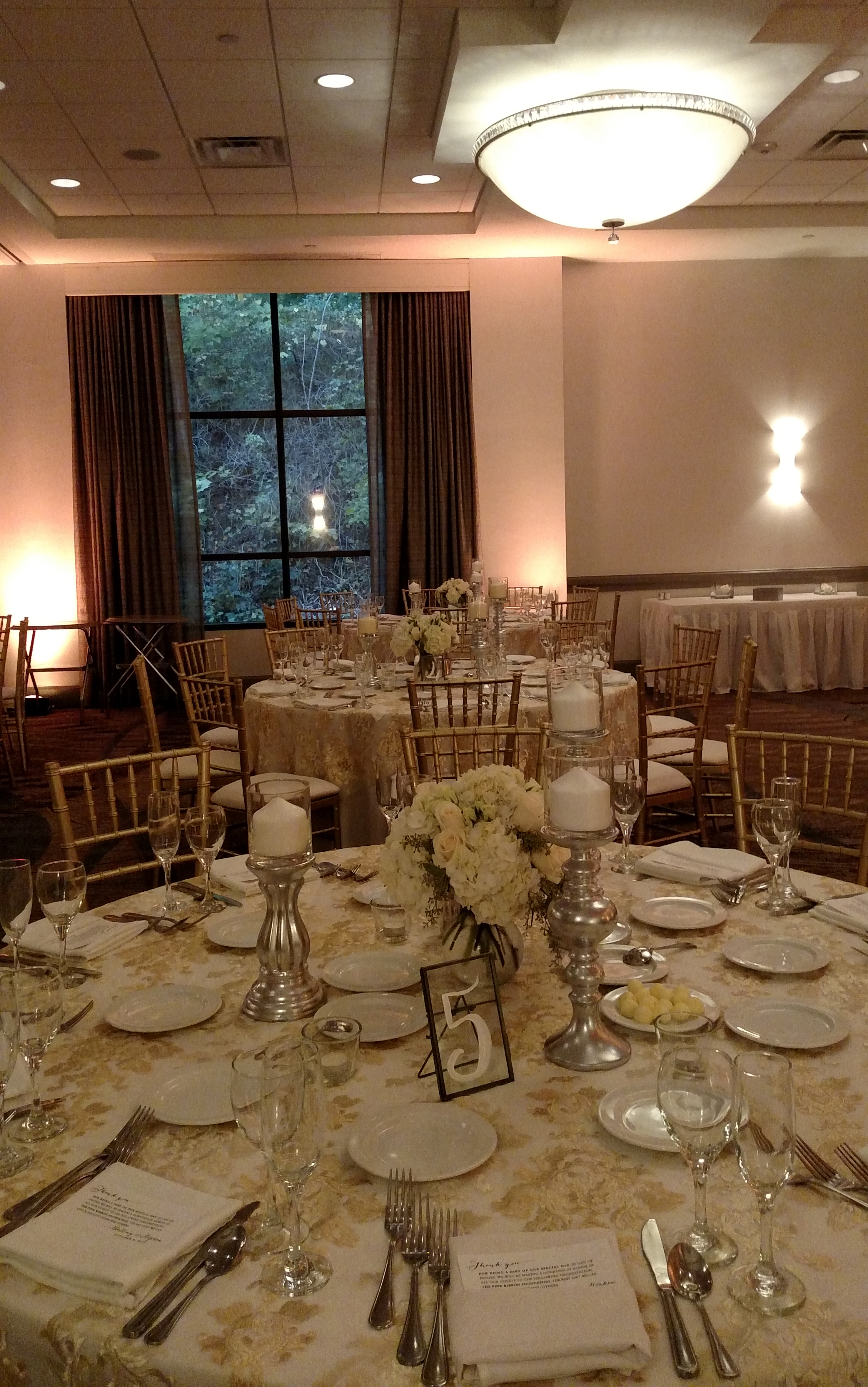 pam-3-rivers-ballroom-chiavari-chairs-fancy-linens