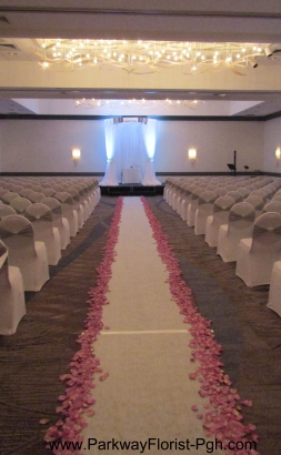 round-chuppah-with-crash-and-heavy-petal-isle